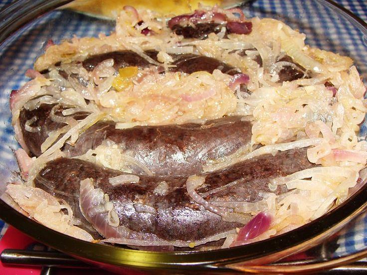 Kaszanka (swojska) zapiekana z cebulą.