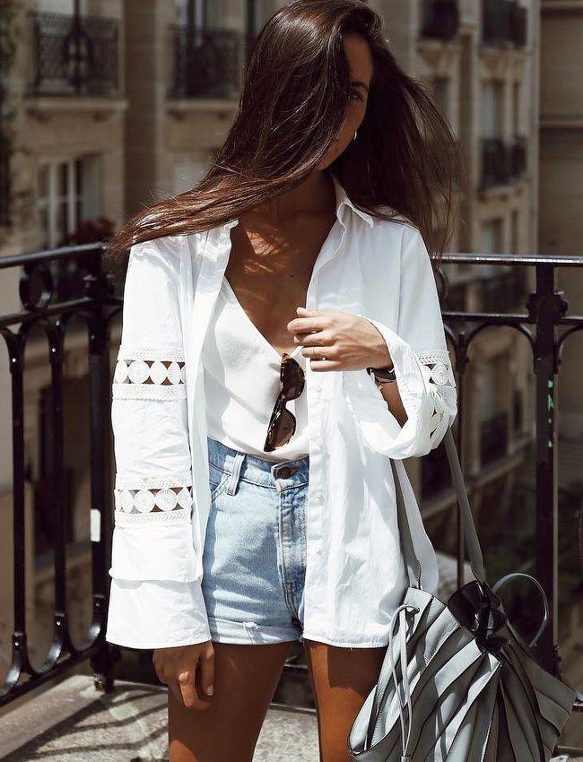 Pour accompagner les shorts en jean du moment, on use et abuse du blanc ! (veste Uterqüe - photo Nina Urgell)
