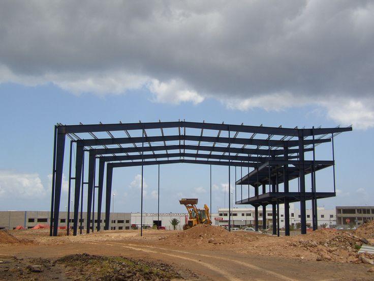 GRUPAMAR: Empresa dedicada a la logística y transporte marítimo.    Nave de 1.800 m2, construido en el año 2004, situado en Fuerteventura, realizado a base de estructura metálica de Pórticos Armados de sección variable tipo TEKTON, unidos por tornillería de alta resistencia y con una separación entre apoyos de 8,00 mts., con un ancho de 30 mts., y una pendiente del 5 %. http://www.tekton.es/