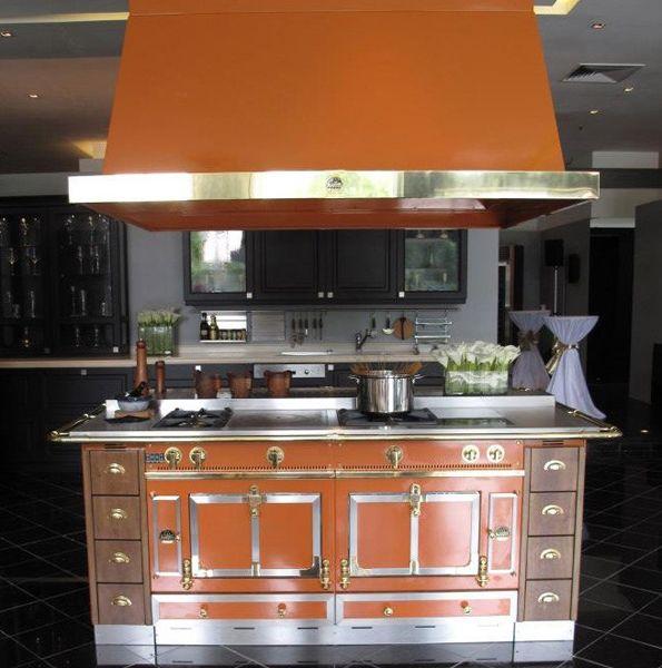Chateau ranges bella cucina design kitchens terracotta for Bella cucina kitchen cabinets