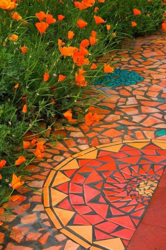 Mosaic on pathway: Mosaics Paths, Gardens Paths, Color, Modern Gardens Design, Mosaics Design, Mosaics Gardens, Gardens Projects, Mosaics Tile, Gardens Mosaics