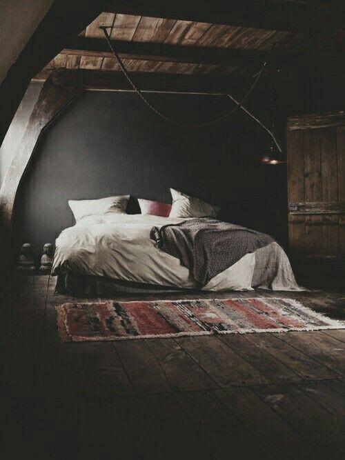 Спальня должна быть тёмных тёплых тонов.
