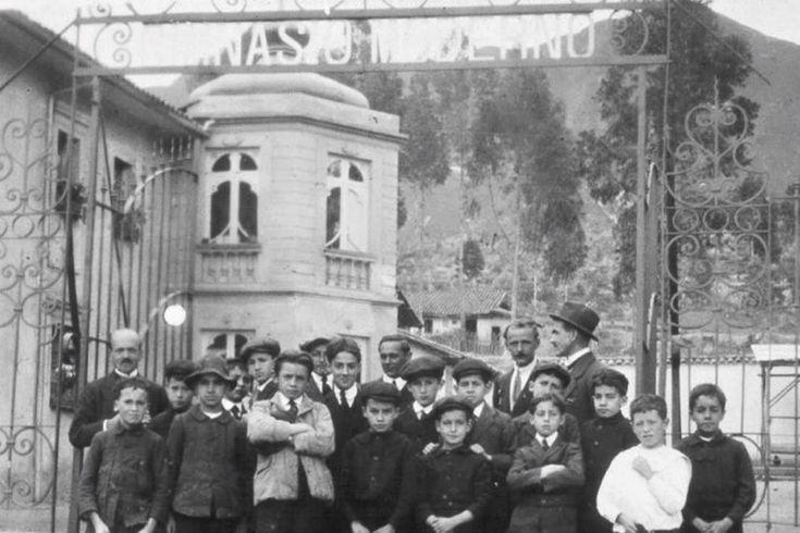 Fundación del Gimnasio Moderno (1914) - Fotos Antiguas Bogotá - Facebook