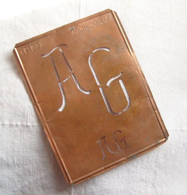 Vintage Bastelbedarf - Gr Monogramm Schablone A.G. - Kupfer - ein Designerstück von vintage-mode-und-mehr bei DaWanda