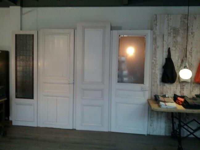 placard avec r cup de portes anciennes vu chez merci. Black Bedroom Furniture Sets. Home Design Ideas