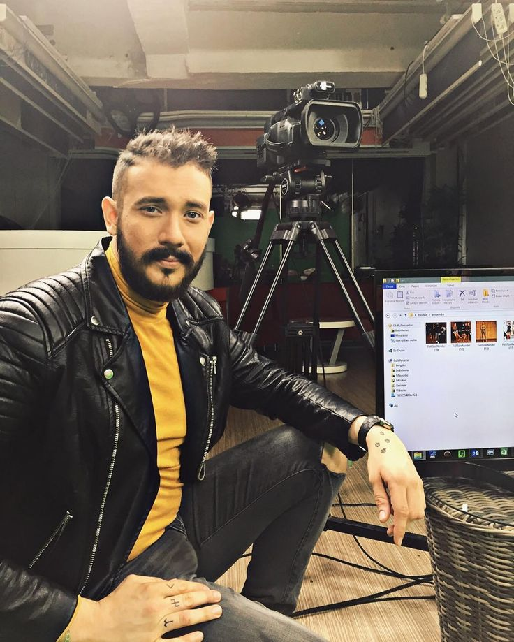 Instagrammer cemozkok309 in a black leather biker jacket