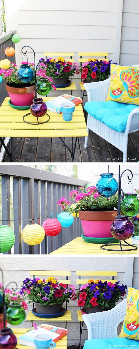 6 Pasos y consejos sobre cómo decorar un patio pequeño. Si deseas que tu patio / balcón este listo para el verano, vas a tener que jugar con colores, texturas y añadir detalles divertidos para inyectar tu propia personalidad en el proyecto. Echa un vistazo a esta increíble y colorida transformación (antes y después) de un patio pequeño e inspírate!