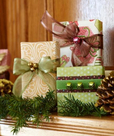 Easy Christmas Gift Wrapping Ideas - dress up your packages with fresh ideas for paper, ribbon and other decorations.