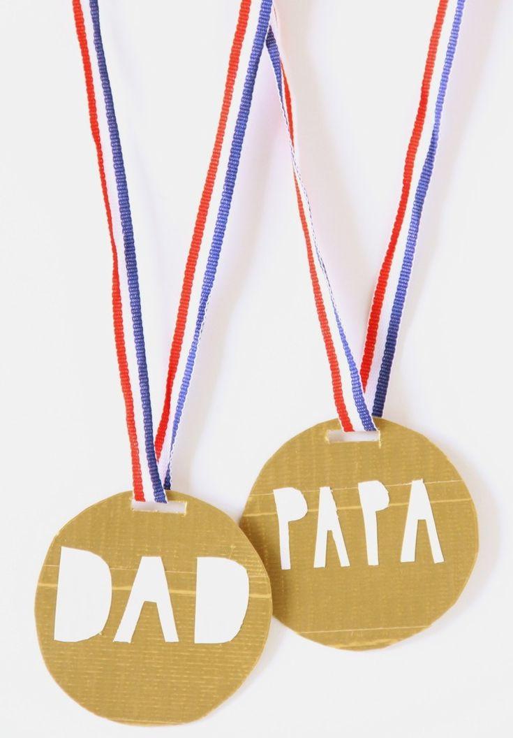 Goldmedaillen basteln mit Kindern zum Vatertag