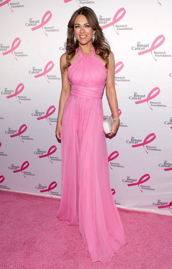 Un #abito in chiffon rosa di @Cameron Versace, una spledida @Eb Hurley, la luce dei #gioielli @Chopard stregano #newyork.http://www.sfilate.it/224650/liz-hurley-meravigliosa-pink-party-abito-versace-gioielli-chopard