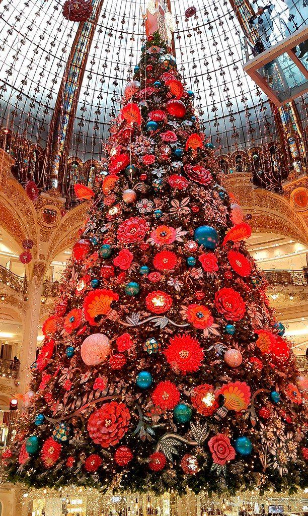 Christmas Lafayette 2020 Paris, Christmas tree 2019 des Galeries Lafayette. in 2020