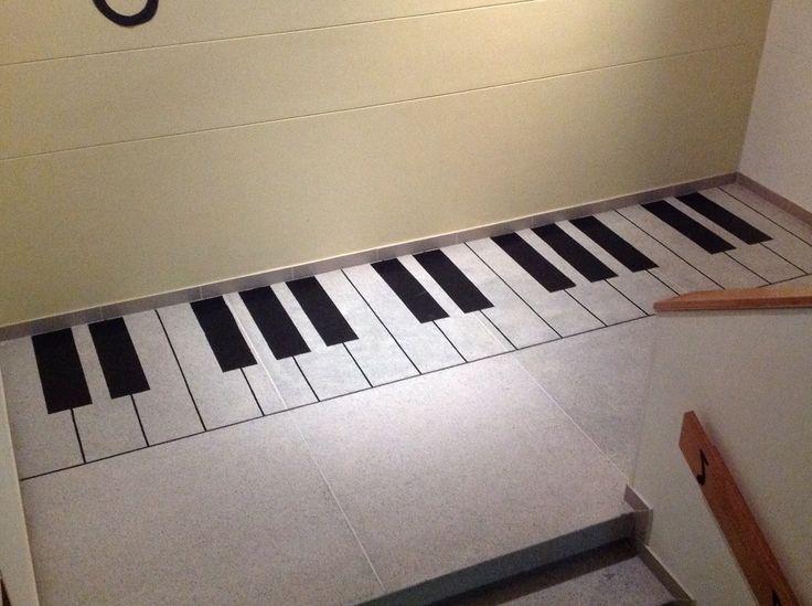 Piano en el piso