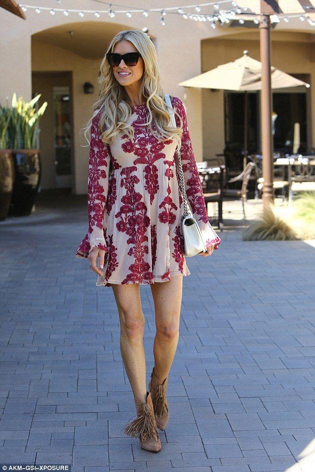 Flip Or Flop's Christina El Moussa in mini dress #dailymail