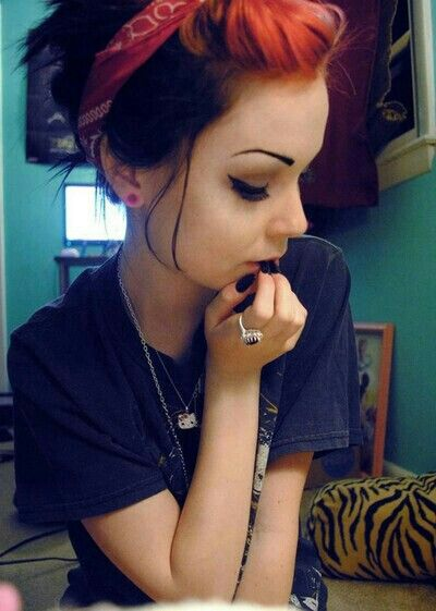 Scene girls- her hair is freaking perfect.