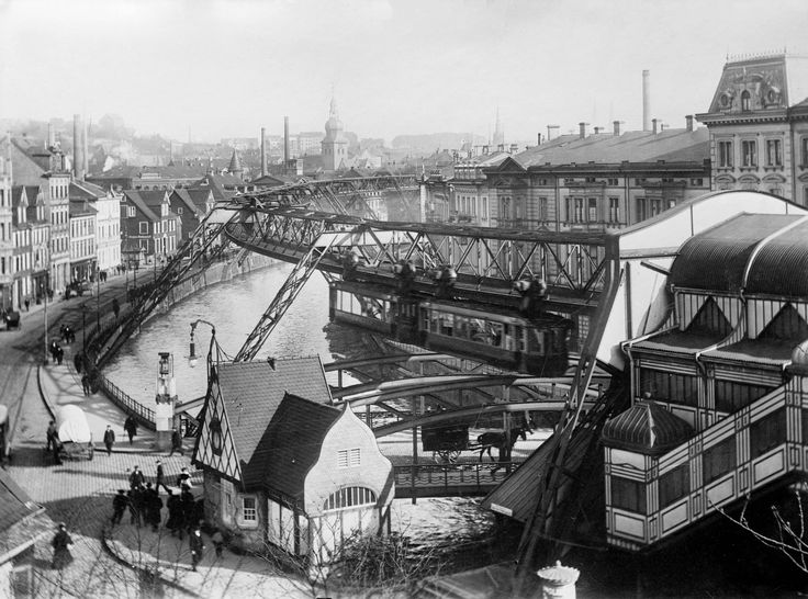 Elevated monorail system in Wuppertal, Germany, 1913.