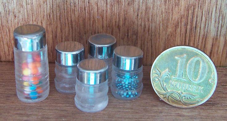 Банки с крышками 1:12 из шариковых ручек