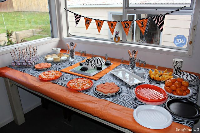 Zebra Party - food table
