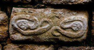 Icono de una serpiente cultura chachapoyas