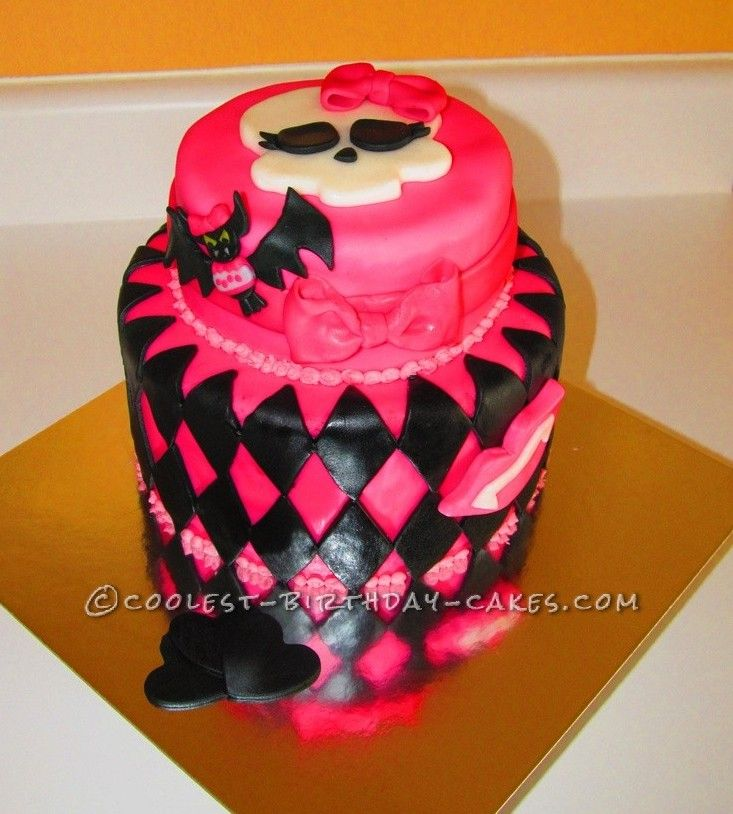 Coolest Draculaura Monster High Birthday Cake... This website is the Pinterest of birthday cake ideas