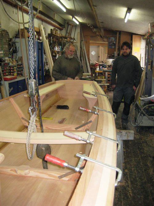 Der Süllrand wird angebracht. Bau einer Chiemsee-Plätte ...