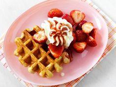 Luikse wafels met aardbeien en slagroom recept | Dr.Oetker
