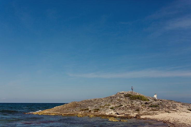 Bride and Groom beach portraits on a cliff in Tulum, Mexico. Quetzal Wedding Photo