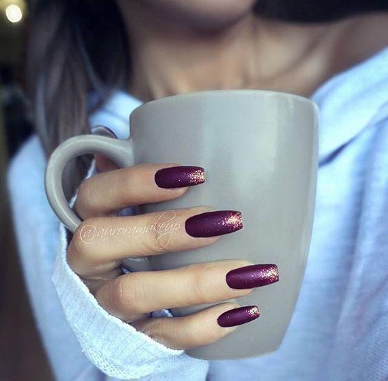 schöne Herbst Burgund matte Nägel aus dem berühmten AuroraMakeup Maquillaj …..