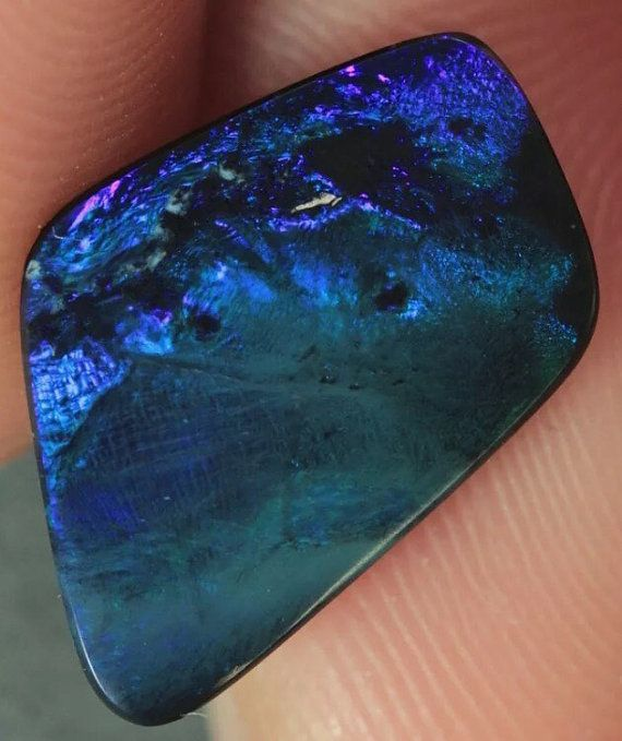 30% DE 100% Natural sin tratar ópalo australiano. Esta piedra está lista para ser puesto en cualquier ajuste de la joyería. Tipo: Canto del relámpago Australia Negro Opal Peso: 3,08 ct BODYTONE: N1 Brillo: 3 de 5 Origen: Lightning Ridge, Australia RRP: $700,00