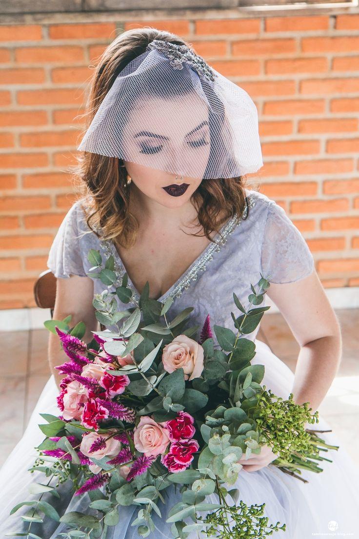 Blog Aliança Rebelde - Tamires Araújo Fotografia - Casamento a dois - Elopement - Vestido de noiva cinza - Maquiagem de noiva - batom preto