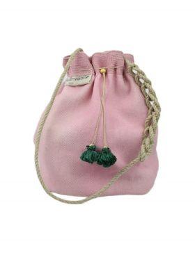Bolso bombonera de lino rosa. de Stella Rittwagen