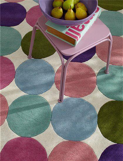 Good Der Teppich gro e Punkte berzeugt durch sein modernes Design Erh ltlich in zwei Gr en und nur