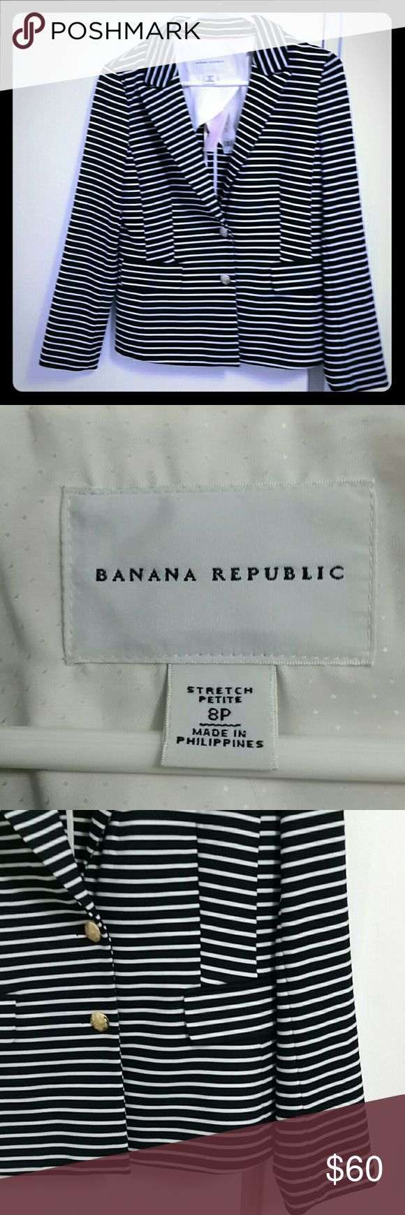 NWT Banana Republic black and white blazer size 8P Brand new with tags! Gorgeous heavy knit.with slight stretch. Two brass-like buttons. Faux front pockets. Really cute, versatile piece to add to your rotation! Size 8P from Banana Republic. Banana Republic Jackets & Coats Blazers