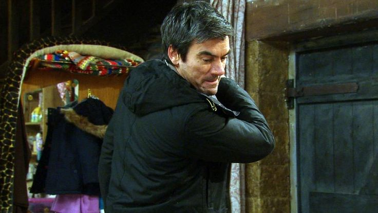 Emmerdale spoilers: Cain Dingle hits son Kyle before making life-changing decision