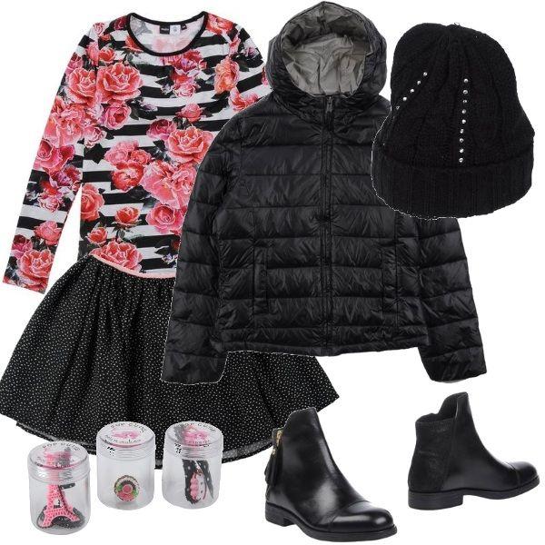 L'outfit un po' dark per una ragazzina spiritosa. Abbigliamento nero ma con un tocco di femminilità tenera con la maglietta a righe con rose e la gonna a pois. Accessori rosa neri.