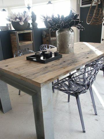 Robuuste tafel scheuren grof blad home kitchen pinterest eettafel moodboard interieur en - Leunstoel voor eetkamer ...
