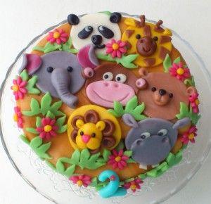 Olifant, aap, nijlpaard, giraffe, beer, panda op een jungletaart