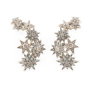Par de brincos de Ouro Nobre 18K com diamantes cognac Link:http://www.hstern.com.br/joias/p-produto/B1B204262/brinco/genesis-hstern/par-de-brincos-de-ouro-nobre-18k-com-diamantes-cognac