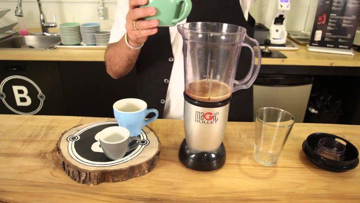 Après beaucoup trop de pluie, le beau temps est de retour! Voici #enrappel une parfaite recette de café frappé à la vanille pour en profiter. ?