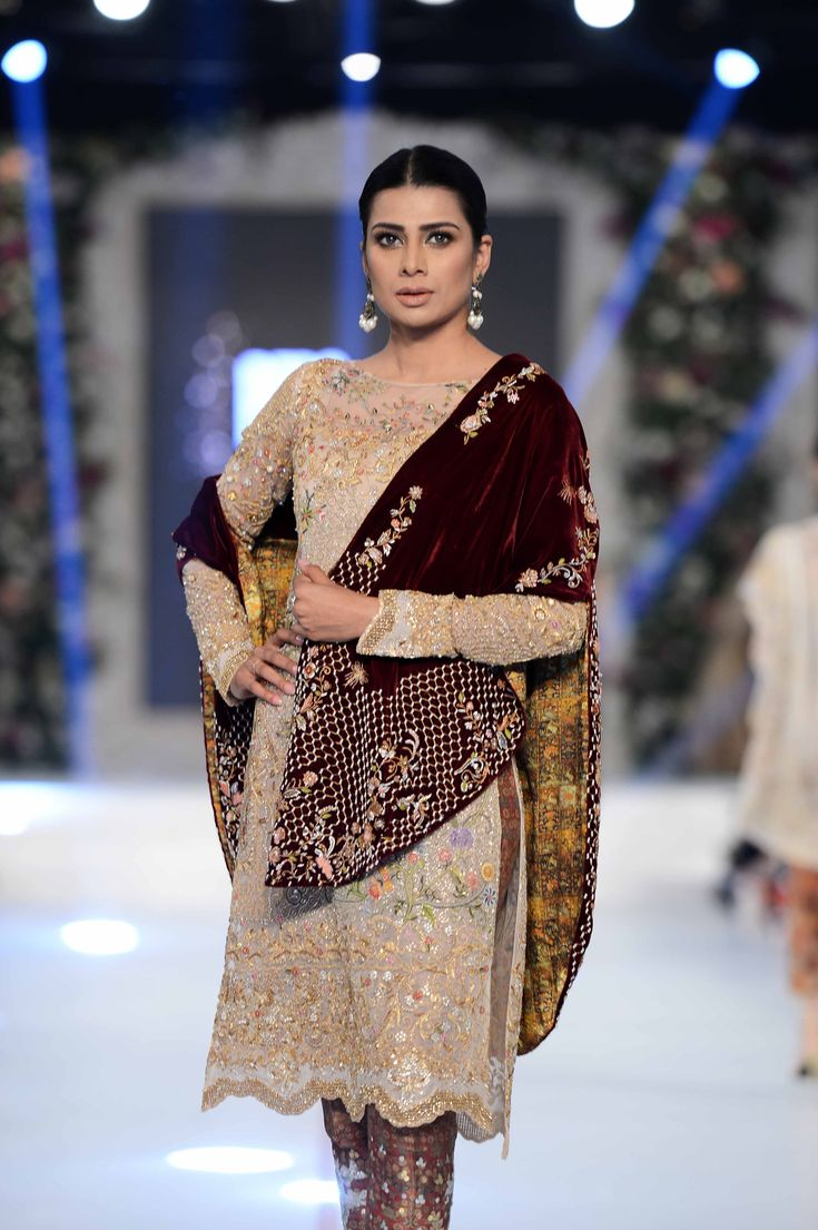 SANIA MASKATIYA 'AFSANEH' COLLECTION AT PFDC L'ORÉAL PARIS BRIDAL WEEK 2015