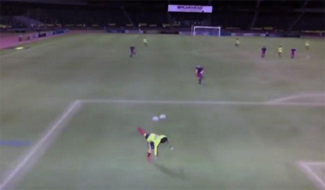 FIFA Online 3: Cú đá 'bọ cạp' ghi bàn tuyệt đẹp khiến đối thủ cạn lời