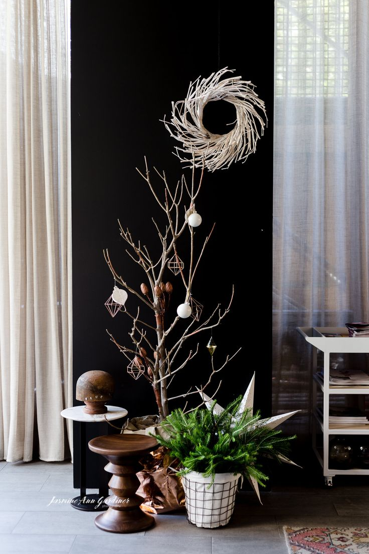 DY.o events (aka Duo) Modern and minimal, sparse Christmas tree with geometric baubles