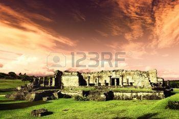 сумерки на развалинах фресками, Тулум, Мексика фото