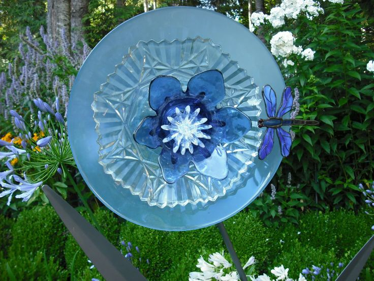 17 best images about diy glass plate flowers on for Flower garden art