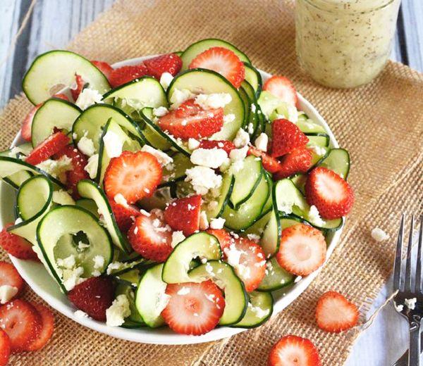 De maand mei biedt tal van gezonde vruchten en groenten aan om een gezond lichaam te garanderen. Bij elke vrucht of groente worden een aantal tips en redenen gegeven om ze te consumeren.