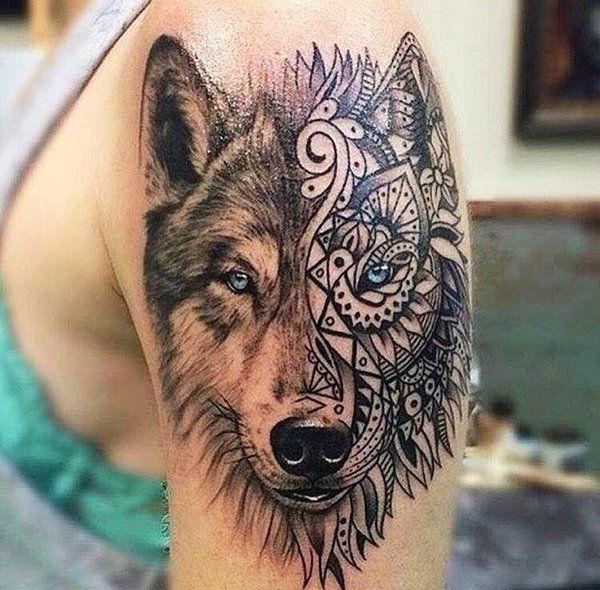 Tatuagem lobo ornamentado.