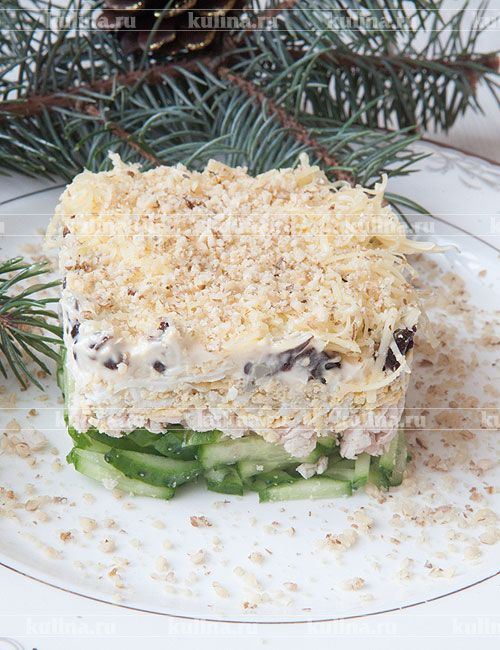 Салат с курицей и черносливом - рецепт с фото
