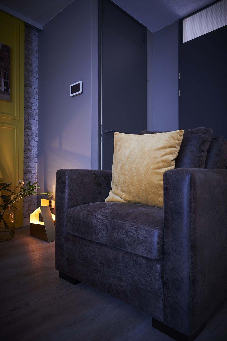 Fauteuil Bermuda is een modern lederen stoel in een mooi bruine kleur, het losse sierkussen in dezelfde leersoort zorgt voor extra zitcomfort en een speelser uiterlijk. Een heerlijke stoel om in weg te zakken!