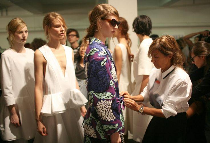 """...a un certo punto si deve fare una scelta e prendere una posizione. È quello che lei fa regolarmente, e bene: Consuelo Castiglioni sa creare collezioni che sopravvivono alle mode usa-e-getta, perfette per attrarre le """"non allineate"""", quelle donne per cui il vero peccato è conformarsi a uno stereotipo. #Marni #ConsueloCastiglioni  http://d.repubblica.it/moda/2015/09/08/news/consuelo_castiglioni_mostra_arte_biennale_venezia_intervista_storia-2751318/?ref=fbpd"""