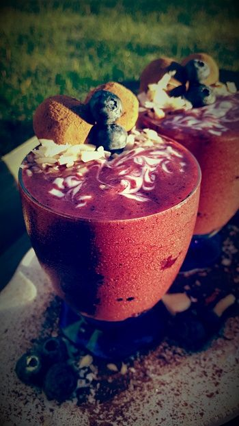 Lovely Christmas season to you. Christmas day is just around the corner. That requires a good smoothie breakfast with lots of energy. You find the recipe below under the Continue link. Christmas Smoothie  Recipe; 50g strawberries 2 red plums 50g mango 25g Hazelnuts 25g walnuts 6 dates, remove the stones 1 cups almond milk …