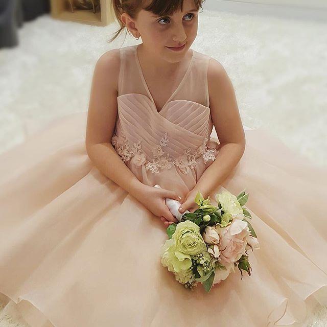 Just have to share one more ❤️ Thank you for sharing this photo with us Christina!!! @emeraldbridal  #flowergirlsdress #flowergirl #kidsbridal #littlebride #sydneyflowergirls